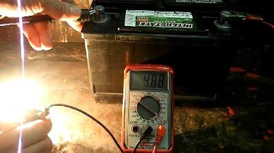 اندازه گیری میزان آمپر برق یک باتری با مولتی متر دیجیتال
