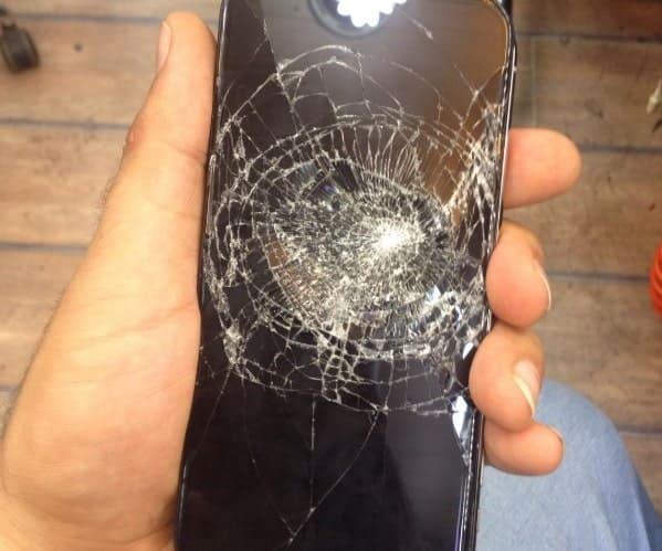 تعمیر کار موبایل گلس شکسته شده آیفون